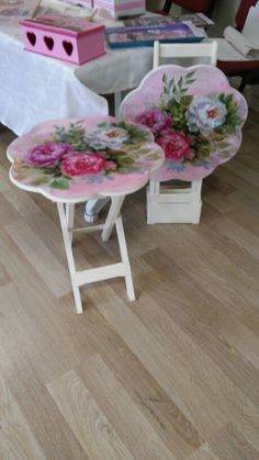 3 Prosperous Cool Tips: Shabby Chic Wallpaper Light Fixtures shabby chic salon hair. Shabby Chic Salon, Bureau Shabby Chic, Jardin Style Shabby Chic, Shabby Chic Spiegel, Shabby Chic Veranda, Cottage Shabby Chic, Shabby Chic Mode, Shabby Chic Porch, Shabby Chic Office