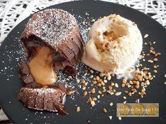Fondant au chocolat cœur coulant au speculoos - Une Faim De Loup ! ! ! Caramel, Muffins, Deserts, Ice Cream, Chocolate, Grands Parents, Meringue, Brownies, Biscuits