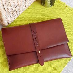 Cubierta de embrague de cuero hecho a mano iPad por MozzaDesign