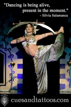 Double sword with an impressive pose! Tribal Fusion, Sword Poses, Rachel Brice, Sword Dance, Tribal Belly Dance, Beautiful Costumes, Belly Dance Costumes, Belly Dancers, Burlesque