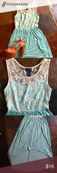 🌸Lovely in lace and mint dress🌸 This is a beautiful flowy dress with a hi-lo hem. This mint beauty has a sexy 60s vibe to it with a sweetheart neckline covered with cream colored rose inspired lace💄 very dainty and girlie! POSH ON ✌🏽️NWOT Rue 21 Dresses High Low