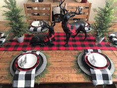 Plaid christmas decor - Christmas table settings ideas that will make the grand spread look elegant – Plaid christmas decor Christmas Table Settings, Christmas Tablescapes, Christmas Table Decorations, Decoration Table, Holiday Decor, Plaid Christmas, Winter Christmas, Christmas Home, Elegant Christmas