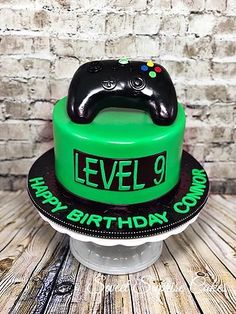 Informations About Gaming Cake Lev Golf Birthday Cakes, Birthday Games, 9th Birthday, Birthday Video, Playstation Cake, Xbox Cake, Xbox Party, Golf Party, Video Game Cakes
