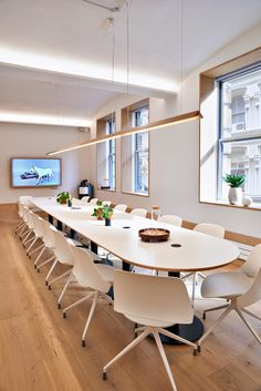 Meet In Place - Meeting Rooms Conference Room Design, Cove Lighting, Lighting Ideas, Office Meeting, Meeting Rooms, Dark Interiors, Nassau, Room Lights, Architecture Design