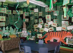 In the jungle classroom display photo - Photo gallery - SparkleBox