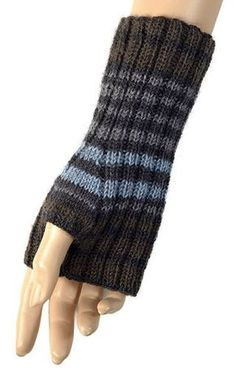 Knitting Patterns Gloves Very simple and free knit pattern for mitts. Fingerless Gloves Knitted, Crochet Gloves, Knit Mittens, Knit Or Crochet, Loom Knitting, Knitting Stitches, Knitting Patterns Free, Hand Knitting, Free Pattern