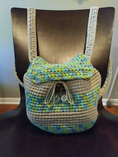 Slouchy Stripes Backpack, free crochet pattern. Adorable backpack pattern using bulky Bernat Maker Home Dec yarn.