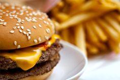 Aprenda a fazer o Cheddar McMelt do McDonald's em casa