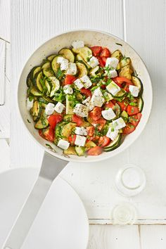 Tomaten-Zucchini-Pfanne mit Feta, ein schönes Rezept aus der Kategorie Schmoren. Bewertungen: 226. Durchschnitt: Ø 4,5.