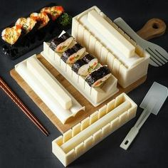 Kit Sushi, Sushi Maker, Sushi Chef, Sushi Recipes, Cooking Recipes, Japan Sushi, Make Your Own Sushi, Sushi At Home, Kitchen Games