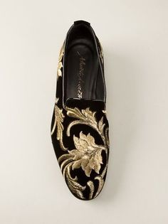 Mens Embroidered Slipper Shoes - Skirt and Slipper Emiphotoart. Best Shoes For Men, Men S Shoes, Formal Shoes, Casual Shoes, Men's Wedding Shoes, Fashion Shoes, Mens Fashion, Indian Fashion, Gentleman Shoes