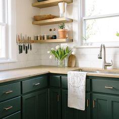 12 Beautiful Bohemian Style Kitchen Decoration Ideas ~ My Dream Home Home Decor Kitchen, Home Kitchens, Kitchen Design, Green Kitchen Decor, Kitchen Interior, Updated Kitchen, New Kitchen, Green Kitchen Cabinets, Home Living