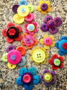 Ideas and instructions for activities to do with your Guides (Sparks, Brownies, Pathfinders, and Rangers too). Hat Crafts, Crafts To Make, Crafts For Kids, Paper Crafts, Flower Crafts, Girl Scout Swap, Girl Scouts, Button Art, Button Crafts