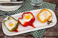 O idee pentru mic dejun, o cina lejera sau o simpla gustare: ardei umpluti cu branza si oua la cuptor! Avocado Egg, Kids Rooms, Eggs, Breakfast, Health, Recipes, Food, Morning Coffee, Health Care