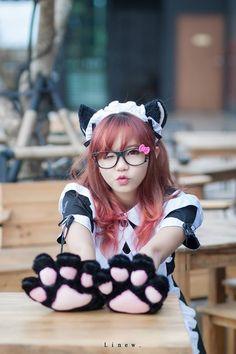 ★○•kawaii meido. . .maid girl. . .cat girl. . .cat ears. . .cat paws. . .gloves. . .headdress. . .nekomimi. . .Hello Kitty glasses. . .apron. . .wink. . .costume. . .cosplay. . .cute. . .kawaiii •○★