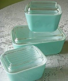 more aqua, vintage dishes, had these once...dang hold have kept them