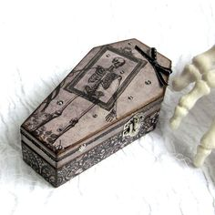 Hey, I found this really awesome Etsy listing at https://www.etsy.com/listing/399306751/small-coffin-box-halloween-ring-box-gift