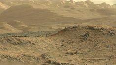 Direto do sopé do Monte Sharp em Marte, Curiosity deseja a todos um excelente final de semana!!!