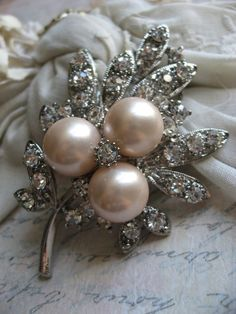 Items similar to Pretty pearls and rhinestones leaf brooch on Etsy