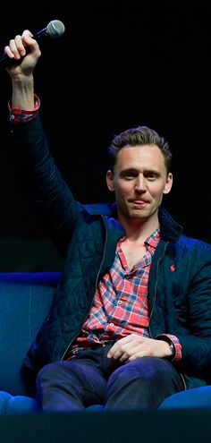 Tom Hiddleston on day 3 of Wizard World Comic Con Philadelphia 2016 held at Pennsylvania Convention Center on June 4, 2016 in Philadelphia. Full size image: http://maryxglz.tumblr.com/post/161439790187/tom-hiddleston-and-chris-hemsworth-at-philly Via Torrilla: https://twitter.com/daisy_104/status/871447878505340928