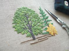 エスカ(刺繍の小箱)のための刺繍ができあがりました。  エスカのお教室も夏休みに入ったので、 この箱の仕立ては、9月になります。楽しみです♪ ...