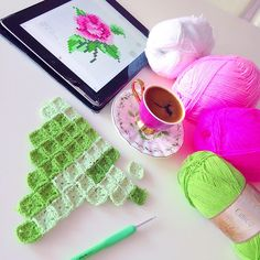Pixel Crochet, Crochet Art, Crochet Motif, Baby Knitting Patterns, Knitting Stitches, Crochet Patterns, Cross Stitch Cushion, Cross Stitch Rose, Crotchet Blanket
