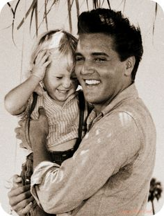 Elvis and Lisa Marie Presley Priscilla Presley, Lisa Marie Presley, Elvis Und Priscilla, Elvis Presley Family, Elvis Presley Photos, Mississippi, Rock And Roll, Child Actors, Graceland