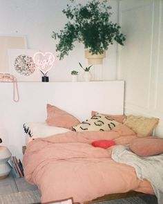 Urban Outfitters bedroom decor #neon #lighting #neonlamp #homedecor #decor #party