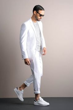 All White Mens Outfit, Mens White Suit, White Outfits, Stylish Mens Outfits, Cool Outfits, Linen Pants Outfit, Khaki Pants, Costume Blanc, Martial