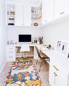 """Polubienia: 4,336, komentarze: 42 – MyDomaine (@mydomaine) na Instagramie: """"Starting the workweek after a long weekend with a little desk inspo.  How do you personalize your…"""""""