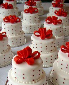 Mini Wedding Cakes - Be Original! Read more: http://memorablewedding.blogspot.com/2014/03/mini-wedding-cakes-be-original.html