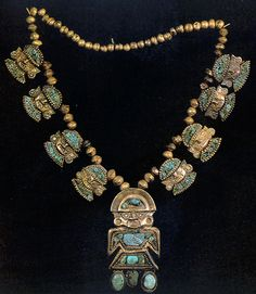 Hollow gold necklace with 8 embossed from Chan chan. The adobe city of Chan Chan, the largest in the world, was built around AD 850 and lasted until its conquest by the Inca Empire in AD Aztec Necklaces, Turquoise Necklace, Gold Necklace, Ancient Aztecs, Inca Empire, Human Head, Ancient Jewelry, Ancient Artifacts, Antiquities
