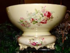 I have for your consideration a lovely punch bowl and matching plinth bearing the Heinrich & Co. (H&Co. Selb) Bavaria mark (circa 1900).This punch