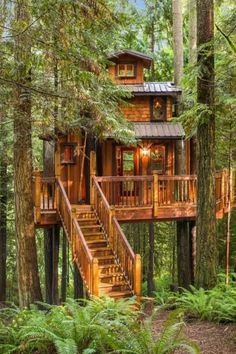 20 DIY Tree House Plans & Design Ideas for Adult and Kids Beautiful Tree Houses, Cool Tree Houses, Tropical Home Decor, Tropical Houses, Luxury Tree Houses, Tree House Plans, Building A Treehouse, Treehouse Kids, Tree House Designs