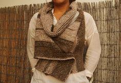 Totalmente feito à mão, em tricot e com gola amovível.  Este é meu ...