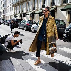 Shine bright today just like fashion editor @bat_gio Photo: @walkingcanucks ________________________ #stylereply #ootd #outfit #style #fashion #styling #fashionoutfit #styletrick #styleinspo #inspiration #womenfashion #casual #formal #elegant #trendy #onstyle #fashionblogger #stylish #batgio #autumn #fall #girls #gold #golden #coat #streetstyle #valentino #goldencoat #fashioneditor #fashioninfluencer