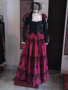 Folk Costume, Costumes, Spanish Costume, Spanish Style, Fashion Story, Dance Dresses, Costume Design, Fancy Dress, Tutu