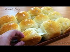 NO-KNEAD BUNS / DINNER ROLLS Super soft & fluffy! - YouTube Braided Bread, Bread Bun, Coconut Banana Bread, Fluffy Dinner Rolls, No Knead Bread, Bun Recipe, Bread And Pastries, How To Make Bread, Tray Bakes