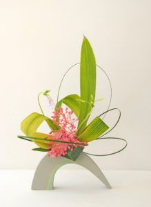 Styles d' ikebana – maivan.flowers-- Styles d' ikebana – maivan. Arrangement Floral Ikebana, Arrangements Ikebana, Modern Flower Arrangements, Deco Floral, Arte Floral, Floral Design, Japanese Flowers, Japanese Art, Exotic Flowers