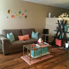 Studio apartment: mint, coral and gold living room