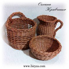 плетеный из газет набор для кухни Paper Basket, Basket Weaving, Paper Goods, Thrifting, Wicker, Baskets, Creative Gift Baskets, Creativity, Paper Recycling