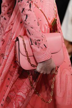 2b54097ce Details from Valentino Spring 2017. Paris Fashion Week. Desfile De Moda,  Modista,