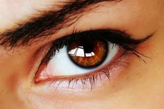 How to treat a stye? How to treat a stye fast and naturally? How to treat a stye with tea bag? How to treat a stye quickly? How to treat a stye on eyelid. Stye Remedy, Dry Eyes Causes, Change Your Eye Color, Eyes Problems, Puffy Eyes, Pink Eyes, Cool Eyes, Eyes, Health