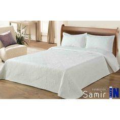 Colcha Samir 44. Colcha bouti blanco con bordado. Diseño elegante que combina con cualquier ambiente. 100% poliéster. Relleno: 50% poliéster y 50% algodón. Incluye dos fundas de cojín de 50X70 cm. Para cama de 135 cm y 150 cm.