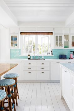A couple have rebuilt their seaside family holiday home south of Perth, drawing their design and decorating inspiration from time spent living in New York and the Hamptons. Hamptons Decor, Hamptons Kitchen, Hamptons House, The Hamptons, Beautiful Kitchen Designs, Beautiful Kitchens, Kitchen Styling, Kitchen Decor, Kitchen Ideas