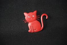 Cat brooch - vintage red rhinestone eyes plastic brooch pin - cat animal jewelry - cat lovers brooch sweater pin - vintage cat jewellery by Spritejewelry on Etsy