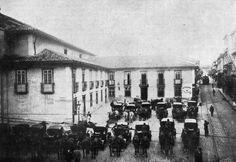 Antiga Sé em 1899, destaque para o estacionamento de carruagens e o bonde de tração animal