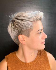 Pixie Cut Thin Hair, Pixie Hair Color, Very Short Pixie Cuts, Blonde Pixie Hair, Pixie Haircut For Thick Hair, Short Choppy Hair, Short Thin Hair, Short Grey Hair, Short Blonde