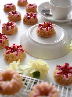 Minikokoiset Runeberginkakut | Annin Uunissa Mini Cupcakes, Cereal, Baking, Breakfast, Desserts, Food, Morning Coffee, Tailgate Desserts, Deserts