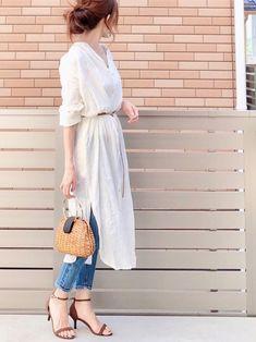 hshiiのイヤリング(両耳用)を使ったhononのコーディネートです。WEARはモデル・俳優・ショップスタッフなどの着こなしをチェックできるファッションコーディネートサイトです。 Minimal Fashion, White Fashion, Look Fashion, Daily Fashion, Korean Fashion, Casual Elegance, Casual Chic, Modest Fashion, Fashion Outfits